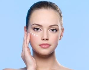 girl-applying-eyes-cream-2